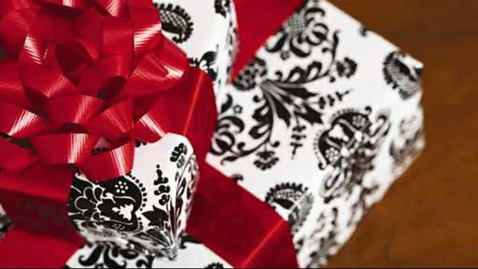 black-and-white-wrapped-gifts--LEFT