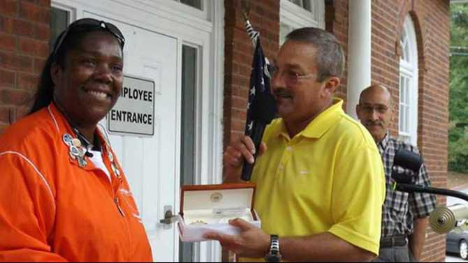 Kim-Denmark-in-Kennesaw-GA-July-2014-accepting-key-to-the-city-from-Kennesaw-Mayor-Mark-Matthews