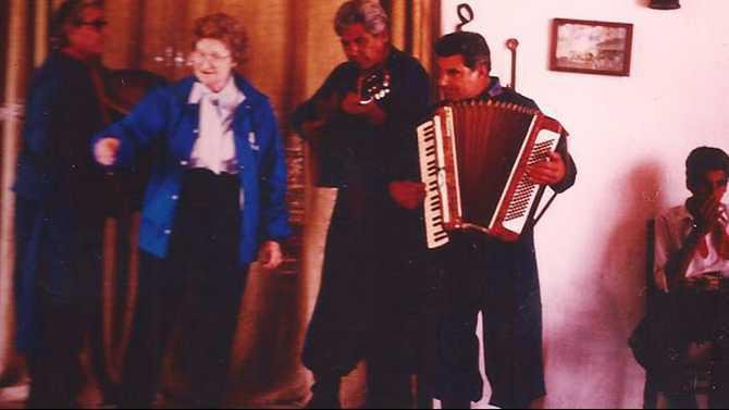 Singing-with-Gaucho-Musicians-in-Agrentina-1990