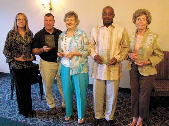 Volunteer-award-recipients-