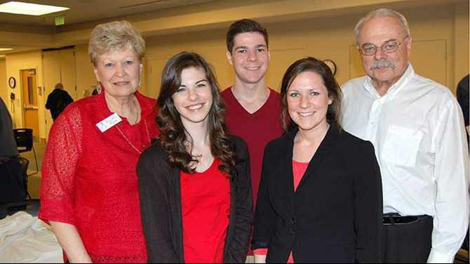 e-crowd-with-selections-from-Les-Miserables.-L-R-Anita-Smith-Humber-Alex-Smith-Jennifer-Smith--grandfather-Dave-Smith-celebrity-waiter--Honor-Flight-coord.jpg