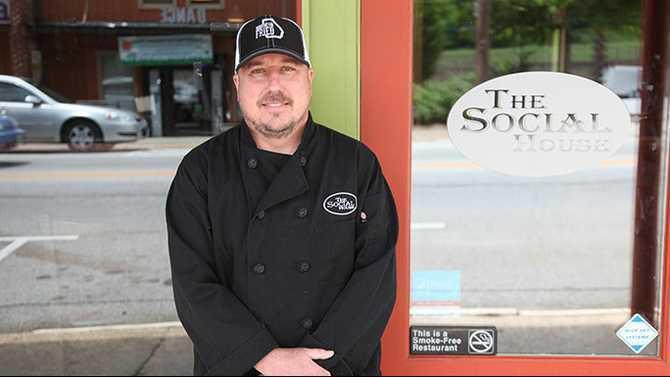 Todd Scott at Social House in Porterdale on Magnet Bottle shooting SH Rockdale News IMG 0828