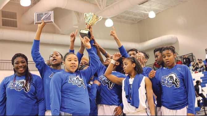 team-hold-trophy