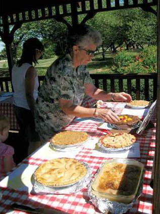 peach-pie-contest-preparing