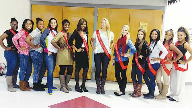 RCHS-homecoming-court-girls-IMG 0137