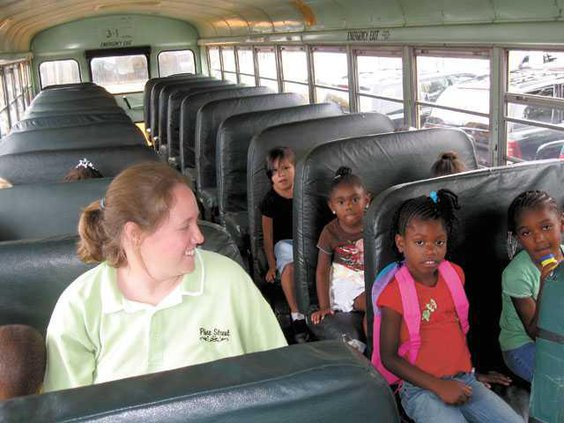 kindergarten-camp-on-bus-IM